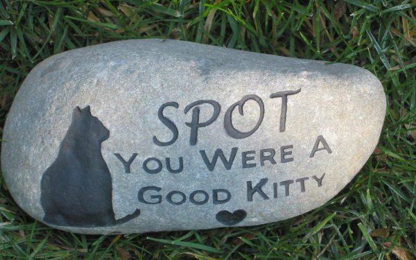 10 Best Cat Memorials